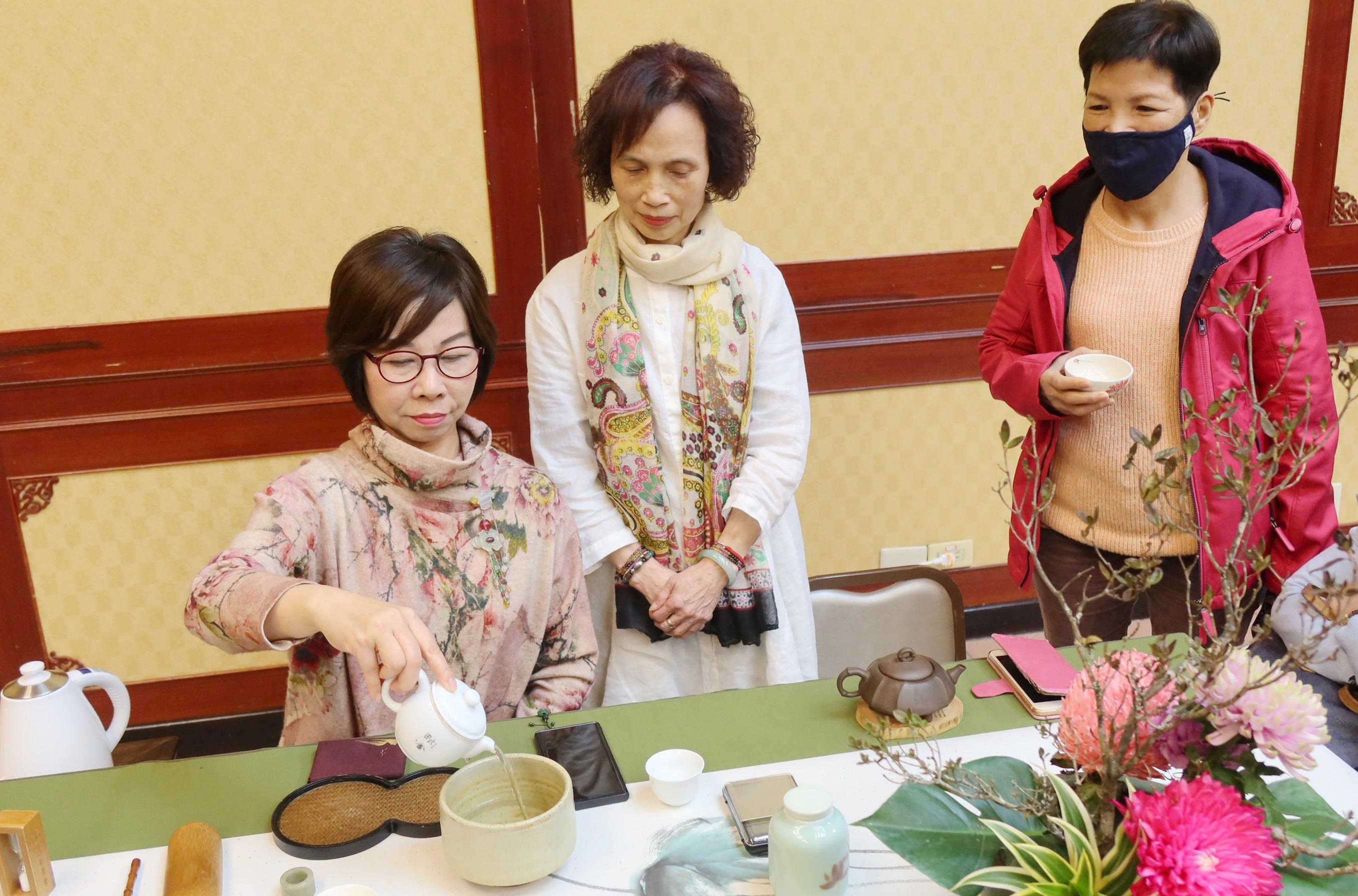 極樂寺節氣養生講座 種子茶人獻茶藝展成果